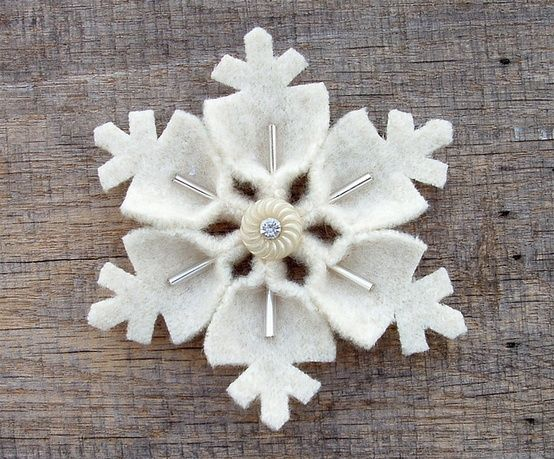felt snowflakes - I like the 3 dimensional felt and beads!