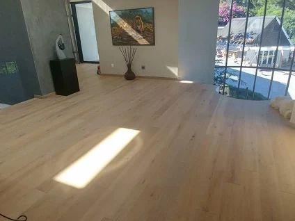 Haro faparketta     Burkolásra került a haro faperketta 4000 Plank 1-Strip 4V Oak, amely nagyszerűen kiegészíteni ennek a lakásnak a stílusát.  Neked hogy tetszik? :)    Ha kíváncsi vagy a Haro faparkettáira, gyere és látogass el a weboldalunkra, ahol megtekintheted kínálatunkat!    A képeket és a lerakást az IQP Goodlife Flooring biztosította!    www.dreamfloor.hu    #padló #haro #parketta