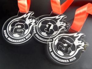 Medale sportowe dla najlepszych piłkarzy. Wykonane z pleksi przezroczystej grawerowanej.