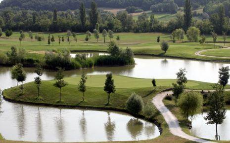 Il paese dispone di uno stupendo campo da golf: si sviluppa su un'area di oltre 60 ettari ed è inserito nell'affascinante Valle del Sillaro circondato da dolci colline. Il percorso risulta estremamente vario e divertente: caratterizzato da 18 buche, par 72, metri 6.480.