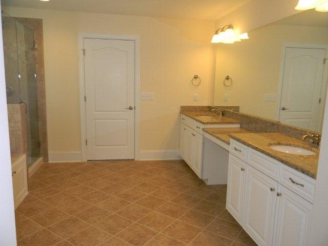 Timberlake Sierra Vista Painted Linen Cabinets. Giallo Ornamental Granite.