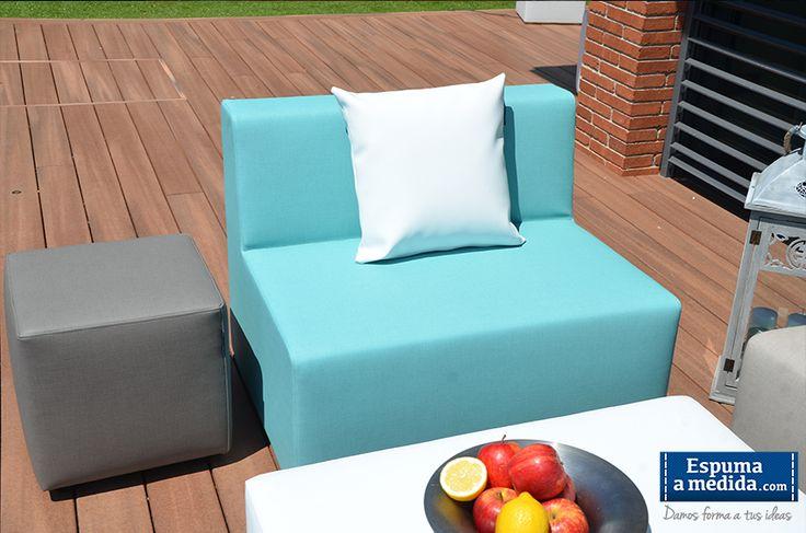 Sofá Modular Trópic (muebles jardín): Módulo básico en color aguamarina. Puff-mesa cuadrado en piedra oscuro.