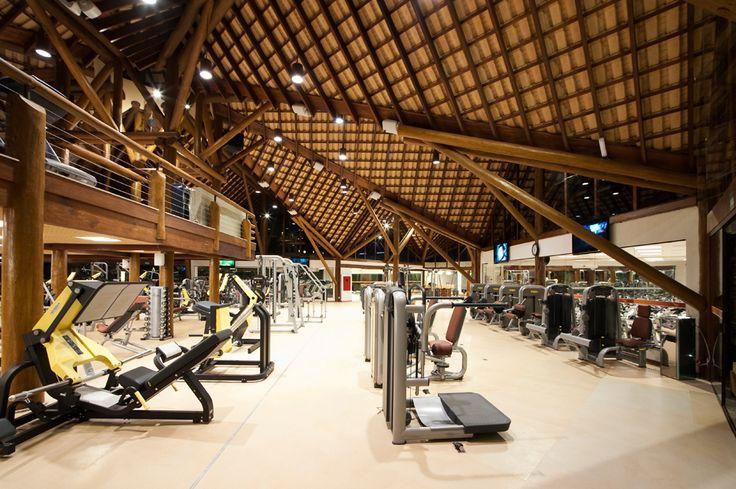 .: 01/12/1 academia, telhado, estrutura de madeira, iluminação natual,