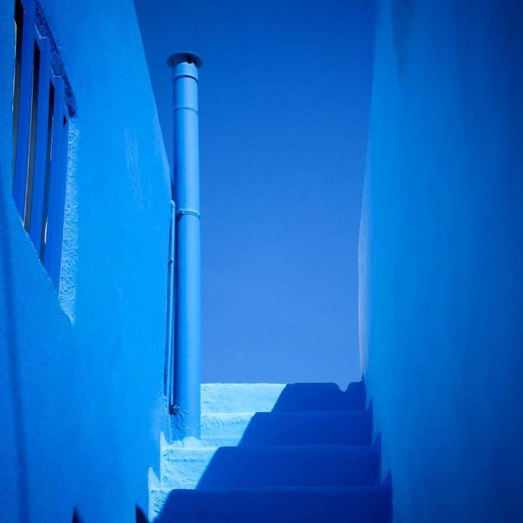 Taken on the beautiful Greek island of Santorini. The stunning colour of the buildings match the clear blue skys they sit against.  #santorini #greekislands #greece #mykonos #rhodes #corfu #paros #kos #ios #crete #kefelonia #sunset #sunrise #beach #sky #bluesky #holiday #love