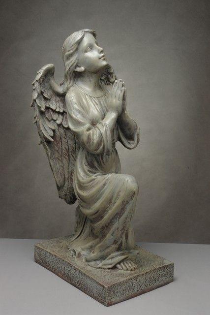 Piękna, duża figura przedstawiająca klęczacego anioła /  Moody Figure Kneeling Angel
