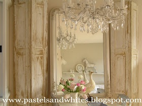 Pastels and Whites: Oude luiken Old shutters