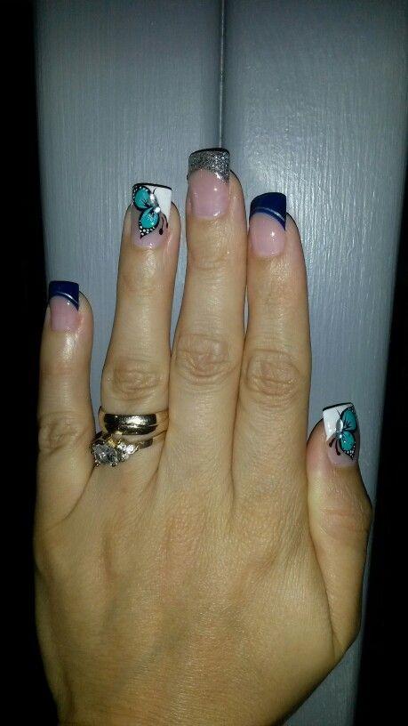 Pintura de uñas con mariposa