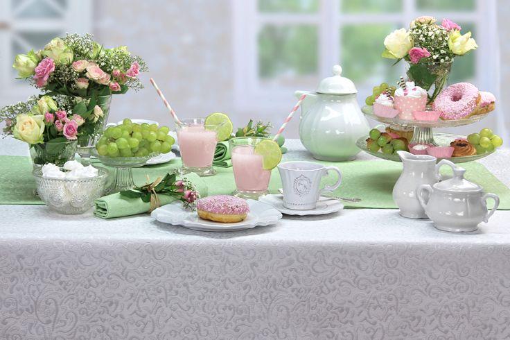 Afternoon Tea.  Tischdecke SECRET von sander-tischwaesche.de, bügelfrei und mit Fleckschutz