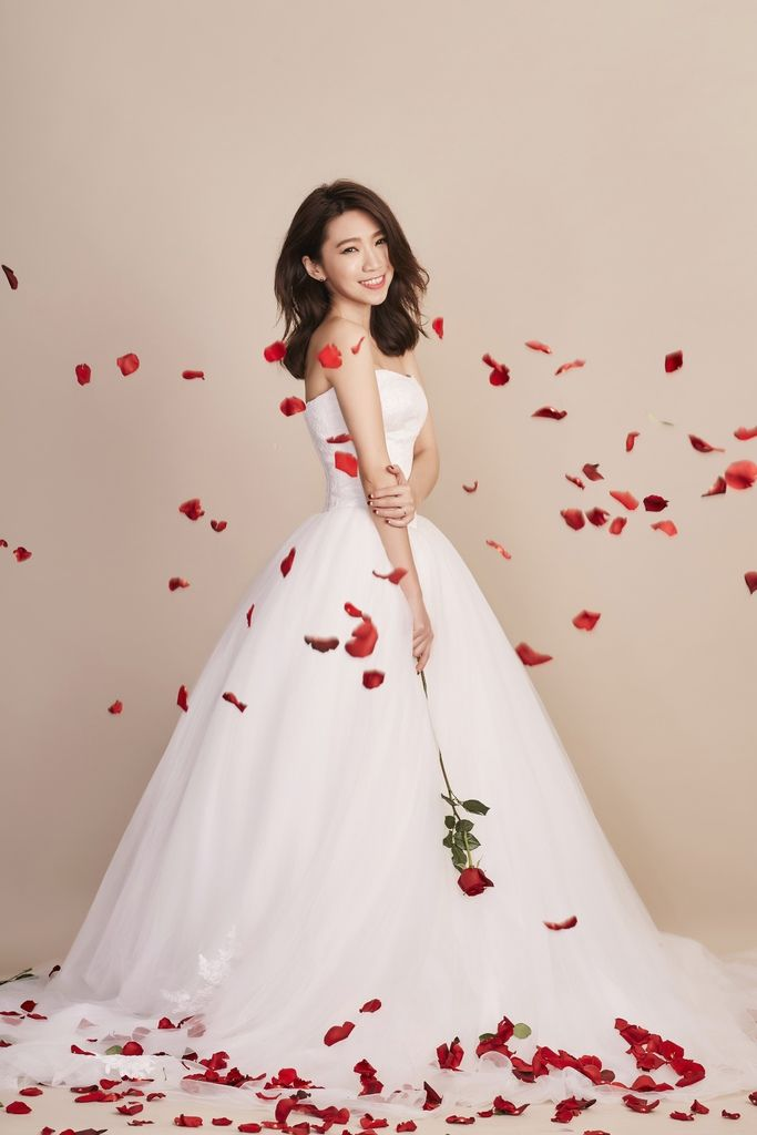 <wedding>如何拍出畫報風格婚紗照? 我的婚紗照分享:準備功課、花絮全公開 (影音) @ Brenda。30玩美 :: 痞客邦 PIXNET ::