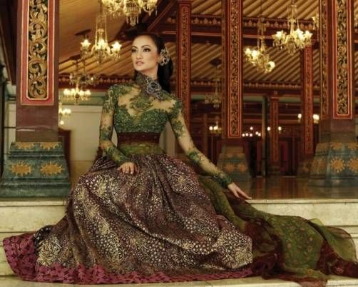Long dress kebaya with green lace