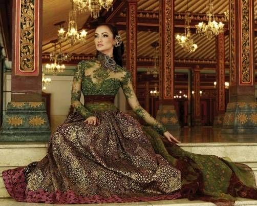 Long dress kebaya with green lace