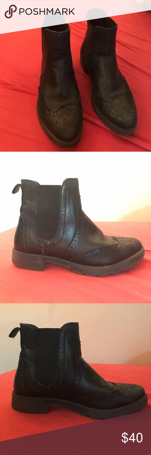 Steve Madden black leather Chelsea boots Awesome black leather oxford style chelseas with comfy insoles! Steve Madden Shoes Ankle Boots & Booties