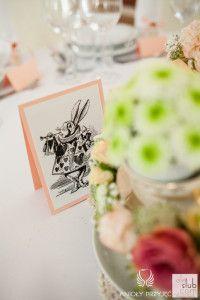 13. Alice in Wonderland Wedding,Table number,Table sign, / Alicja w Krainie Czarów,Numery stołów,Dekoracja stołu,Anioły Przyjęć