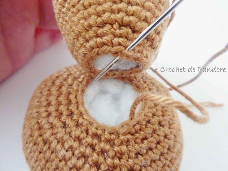le Crochet de Pandore: Tuto amigurumi : l'assemblage (Alistair le lapin)