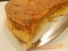 Raturnata cu mere si biscuiti  50 g unt 50 g biscuiti faramitati 6-7 mere scortisoara si zahar pt. umplutura de mere pandispan din doua oua (2lg faina+2lg zahar+1zahar vanilat+1/2praf de copt)