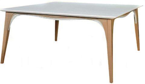 Feita de catuaba envelhecida, a mesa Santa Felicidade (2,40 m x 1,20 m x 75 cm) exibe tampo laqueado. À venda por 9 660 reais na Clami.