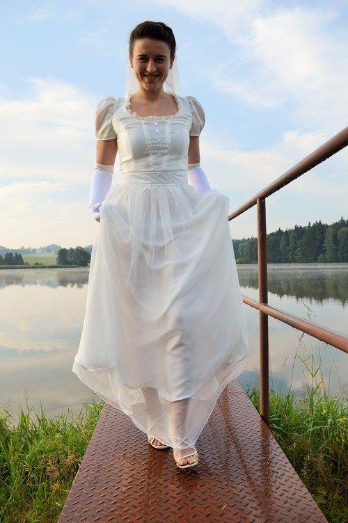 Svatební šaty - Pýcha a předsudek