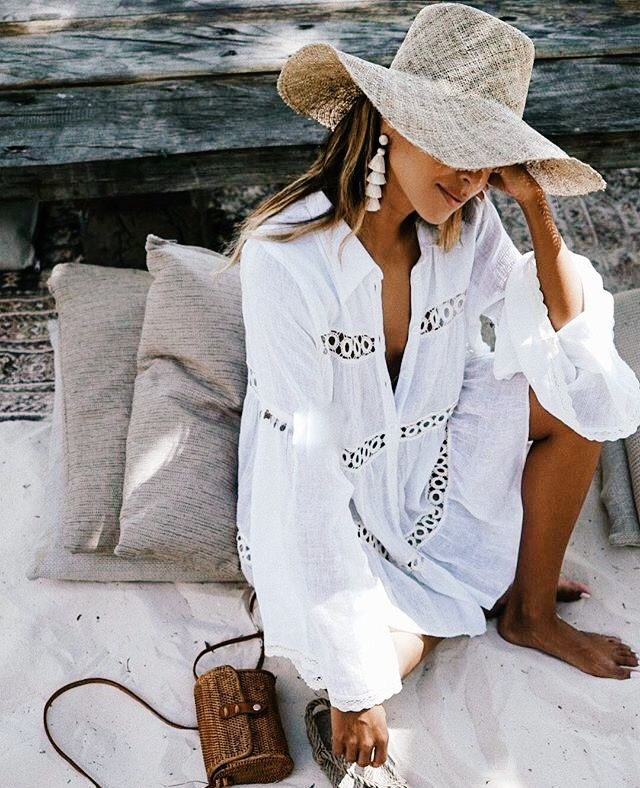 Curated by TRAVELLERS' ROBE www.travellersrobe.com