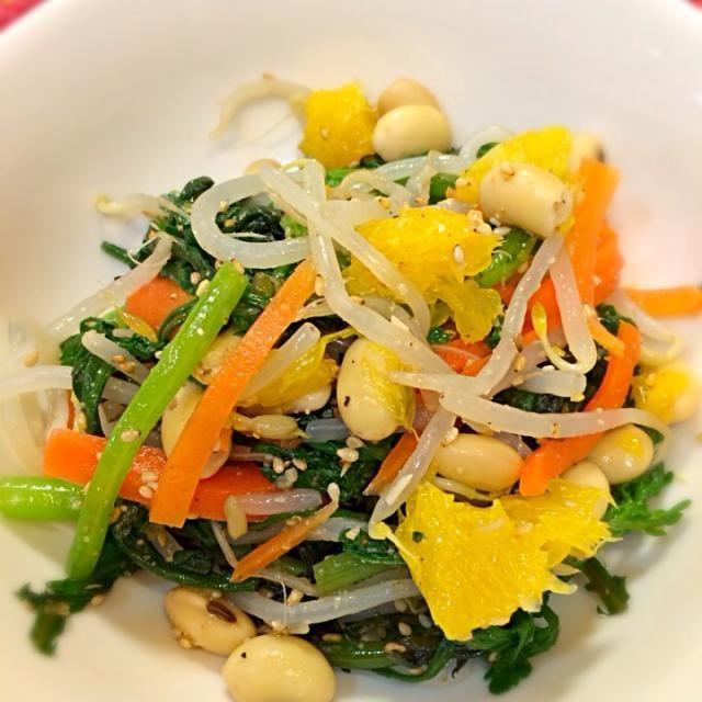 ナムルにネーブルなんてキモいと思うでしょ。 いーや。 これが超ウマーなんですよ!奥さん! ウマー(゜Д゜) 材料 春菊・もやし・サッと茹でる 人参・千切り・茹でる 大豆・茹でる 塩コショウ適量 胡麻油適量 お酢少量 粗挽き擦り胡麻 ネーブル1/2個 - 1件のもぐもぐ - 春菊と大豆とネーブルのナムル by macoapapa