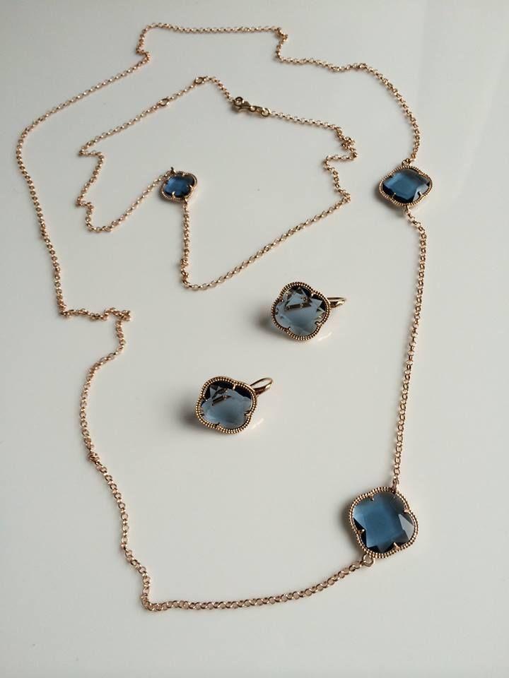 Kolekcja TINSLEY - delikatne kolczyki, bransoletki i łańcuszki ze srebra powlekanego różowym złotem to must have każdej kobiety.   Element koniczyny dostępny w kilku kolorach.