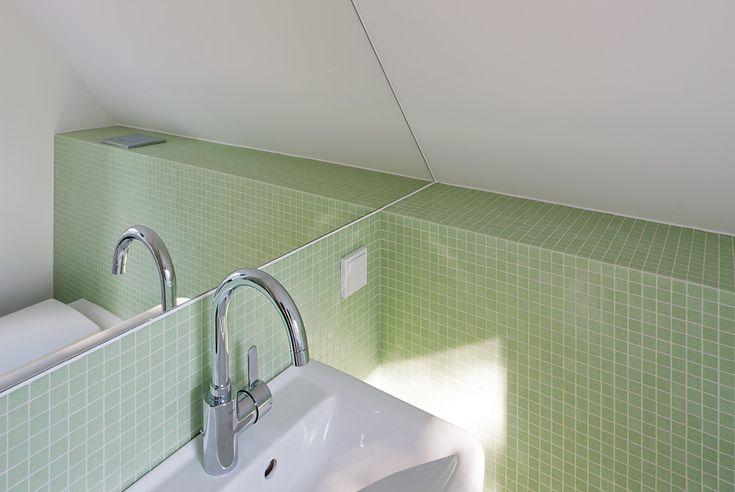 Stories Within Architecture / Kleines Haus Ganz Groß / Farbkonzept: Frische  Im Modernen Bad