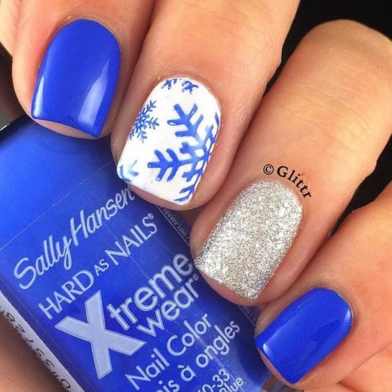 Blue Snowflakes + Gold Glitter Accent Nail:
