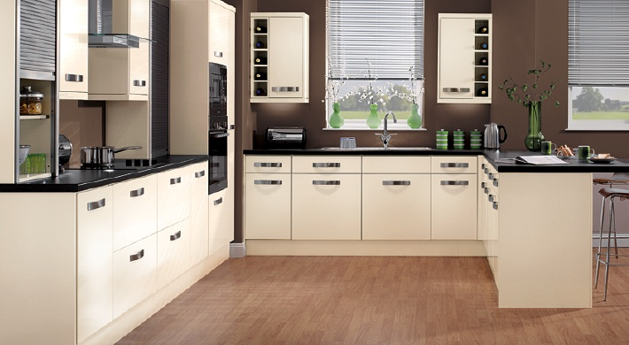 The Magnet Strata Gloss Cream Range. Warm to a distinctive shade of cream that looks expensive, but isn't. #affordable #kitchen #gloss #cream
