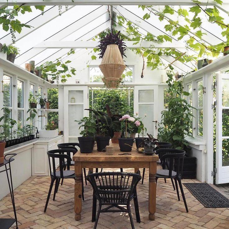 Sous cette véranda, los angeles salle à manger prend des airs de jardin d'hiver