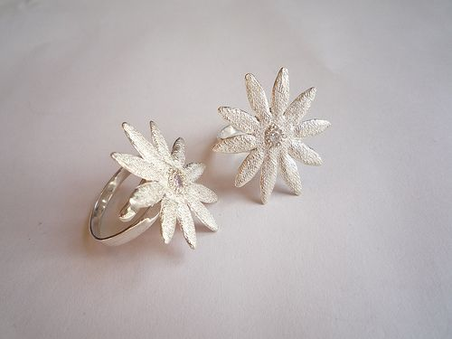 Lacy Flower Ring (adjustable size)