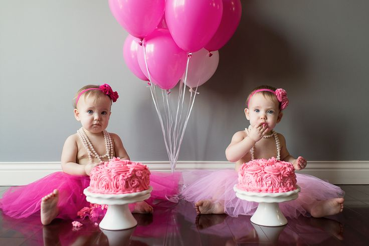B&B | One year old twin girls. Sincerely, A. Photography. First birthday cake smash!