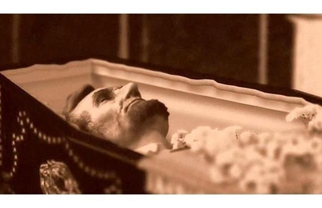 Lincoln didn't just have an open casket funeral after he was assassinated. At his own wish, his body traveled for months and was displayed in cities all over America so that ordinary people would get a chance to pay their last respects.