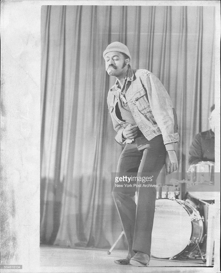 Melvin Van Peebles, the playwright entertainer, put on a special one man Valentine's Day show at the Women's House of Detention on Rikers island yesterday for some 350 female inmates. They couldn't come out so I came in, he said. February 05, 1973. (Photo by Frank Leonardo / (c) NYP Holdings, Inc. via Getty Images)