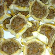 Lebanese Sfiha 'Lahm Bi Ajin'.....Wish I could have Tania's mom's ones again....mouthwatering!!!