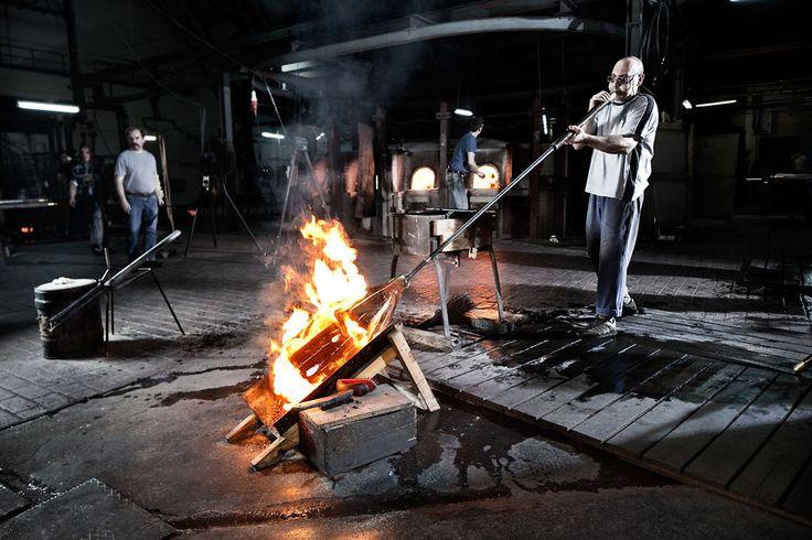 Suflarea manuală al sticlei la fabrica Glashütte Lamberts Waldsassen - revista Casa lux
