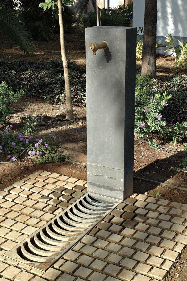 Outdoor drinking fountain / cast iron - ATLÁNTIDA by Enric Batlle & Joan Roig - Santa & Cole