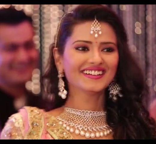 Kratika Sengar Smilling her Wedding