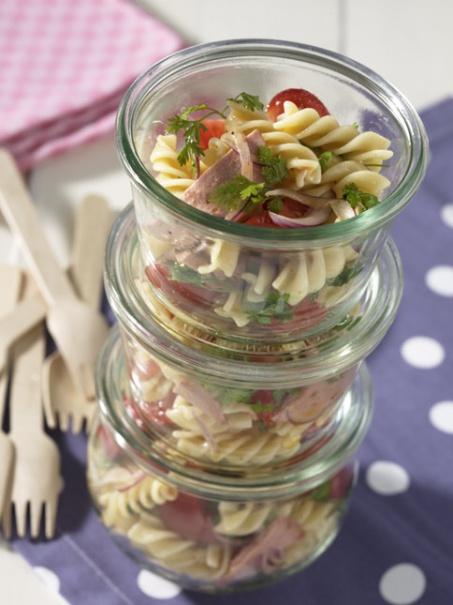 Nudel-Wurst-Salat - Herzhafte Picknick Rezepte - 18 - [ESSEN & TRINKEN]