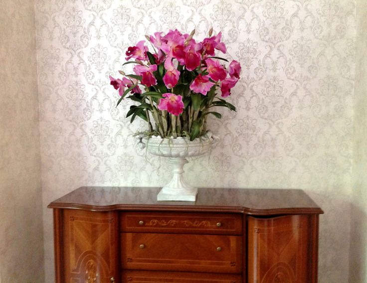 Цветочные композиции в интерьере. Не секрет что красивый букет цветов или цветочная композиция это лучшее украшение интерьера. Окружите себя красотой.  Вы можете заказать оригинальную цветочную композицию из искусственных цветов по тел. 8-903-145-90-11, тел. 8-495-728-58-05, e-mail: tlc@shishi-rus.ru