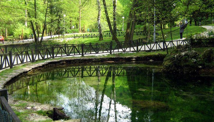 Vrelo Bosna, Bona'nın ılıdza belediyesine bağlı , ülkenin popüler doğal yerlerinden biridir ve eğer yoğun bir tempoyla çalışıyorsanız,kendinize,etrafınıza ayıracak vaktiniz yoksa ve bundan muzdarip iseniz böylesine huzur veren ve sizi iç dünyanızla bütünleştirip rahatlamanıza fayda sağlayabilecek   #Balkan #balkanlar #Bosna #VreloBosna #VreloBosnaHersek #VreloBosnaHersekNerde #VreloBosnaNerde #VreloBosnaParkı#love #friends #lol #bored #me #funn