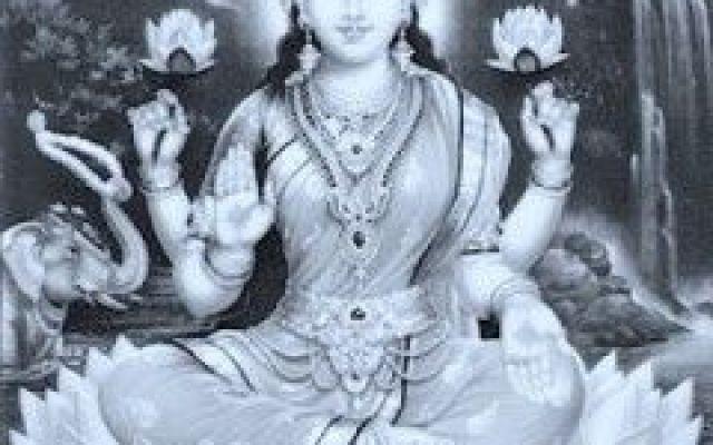 Dea Indiana della ricchezza, dell'abbondanza, della prosperità,  edella ricchezza spirituale. In india e ovunque si pratichi l'induismo Lakshmi è la Dea della ricchezza, della fortuna e dell'abbondan