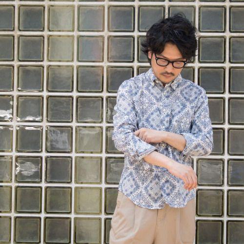 1枚でトップスコーディネートを成り立たせるボタンダウンシャツ。 [AUD1579] http://www.aud-inc.com/product/1687 インパクトの有る柄でも、単色プリントのおかげで派手になり過ぎずに着用可能な1枚。 薄手で丈夫なバンダナクロス、 長袖ならではの、袖を捲ってラフ感を出しての着用も人気のポイントになっています! 年間を通して、使える1枚です!