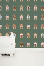Behang Rijkswachters groot groen Deze stoere robots zijn gemaakt van de houten transportkisten waar de kunstschatten van het Rijksmuseum in hebben gezeten tijdens de verbouwing. Dit stoere legergroene robot behang is erg leuk voor de babykamer of kinderkamer. 1 rol bestaat uit 2 behangbanen.  Premium Quality 165 grams Vliesbehang. Full color met supermatte uitstraling. Zeer eenvoudig direct op de muur aan te brengen.  Afmetingen: 97,4 x 280 cm (b x h), een rol bestaat uit twee banen van 48,7…