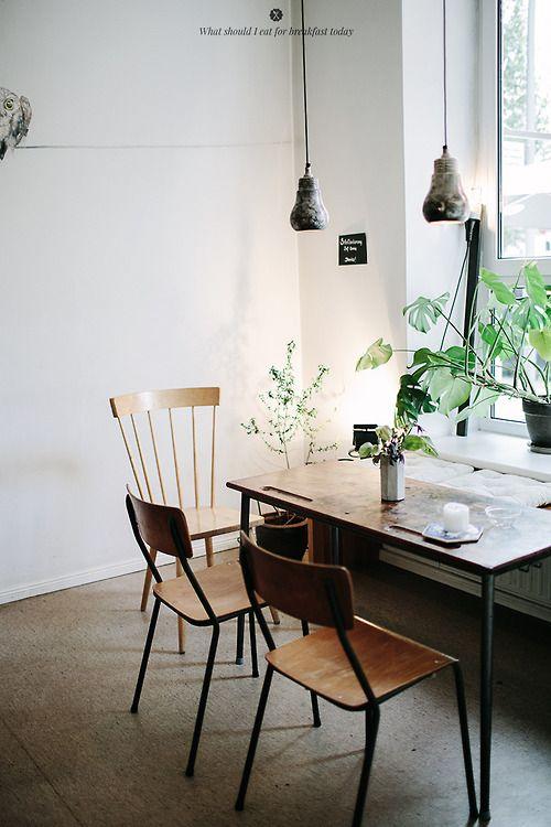 Ein Simples Esszimmer, Indem Holz Dominiert. Sehr Schön.