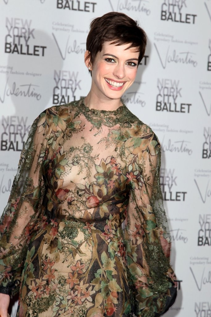 Anne Hathaway to sing 'Cabaret' songs in New York - Yahoo! News