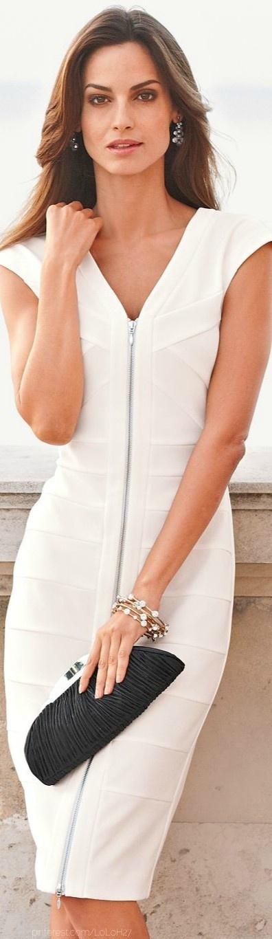 Vestido blanco con cremallera.