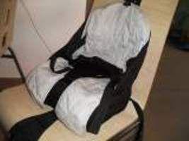 Réhausseur bébé Coussin gonflableMarque BEABAPratique à emporter partout, se replie dans une valise par exemple. Très bon état. A louer exclusivement sur www.placedelaloc.com !