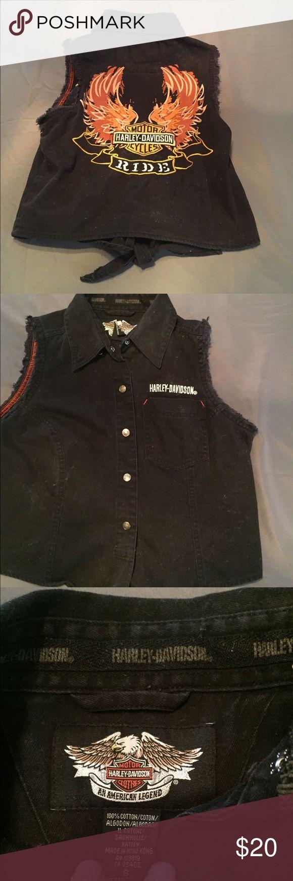 Harley Davidson sleeveless denim shirt Super cute!!! Black Harley Davidson denim shirt, ties in front & has a huge embroidered logo on the back! Harley-Davidson Tops