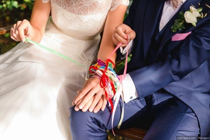 Vous cherchez un rituel romantique et significatif à intégrer à votre cérémonie de mariage ? Avez-vous déjà pensé au handfasting ? Nous décryptons pour vous cette tradition devenue tendance.