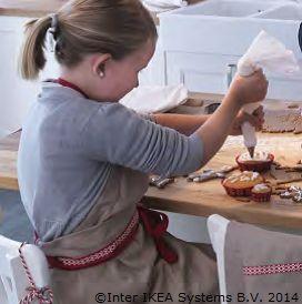 """""""Mami, ce prăjitură bună am făcut împreună"""". Pentru momente de neuitat cu cei mici. www.IKEA.ro/accesorii_copt"""