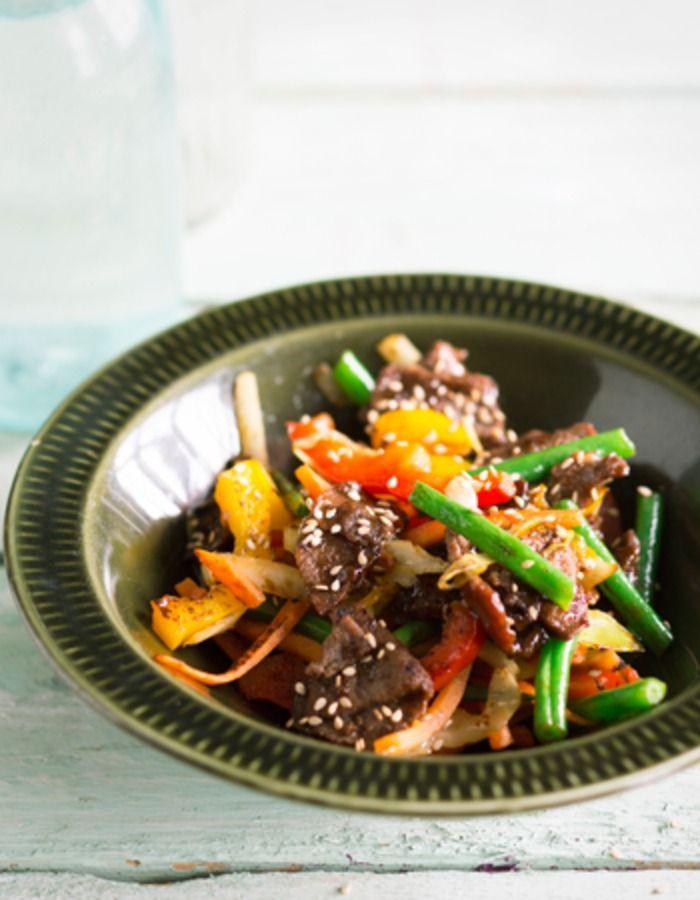 Apetit-reseptit - Kesäwokki riistakäristyksellä - Riistakäristys on loistavaa kesäruokaa. Pariloi ja viimeistele pussillisella maustekastiketta ja sekoittele rapsakoiden wokkikasvisten joukkoon